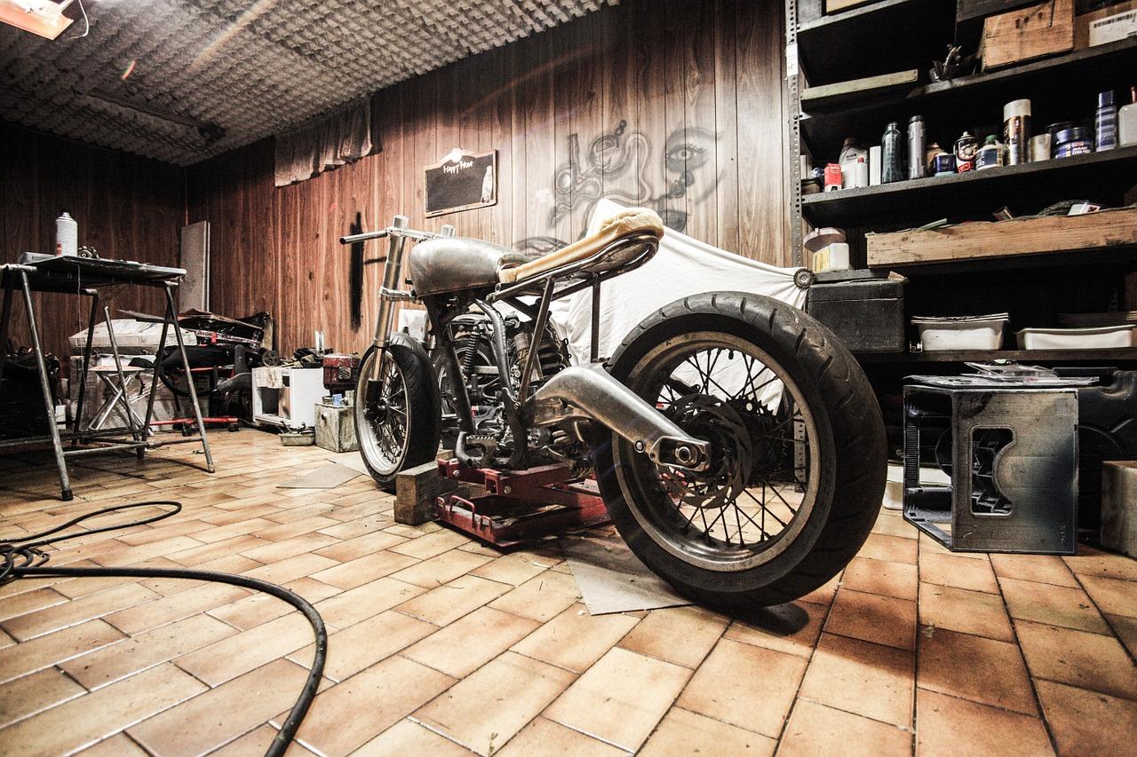 Jak funkcjonalnie urządzić mały garaż?
